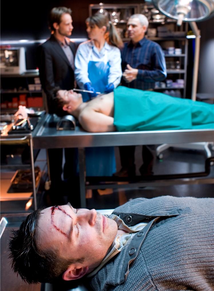 In einer Krimiserie hat Mike Polwez (vorne) die Leiche gespielt.