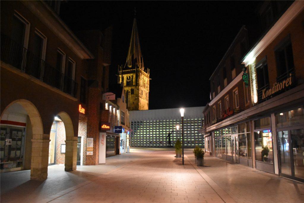 In der Innenstadt war es relativ leer. Nur vor dem Kaufhaus Berken haben sich einige junge Männer getroffen.