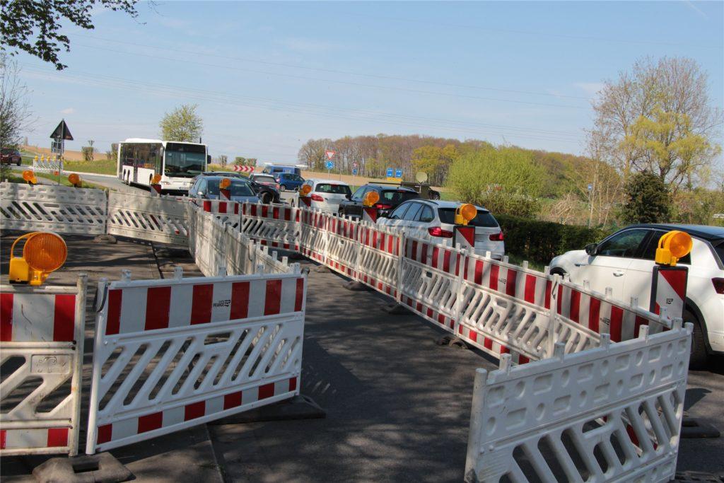 Die Baustelle engt die Münsterstraße vor dem Kreisverkehr ein. Sie ist nur einspurig in Richtung Norden (Herbern) passierbar. Lediglich Busse dürfen aus der Gegenrichtung kommen.