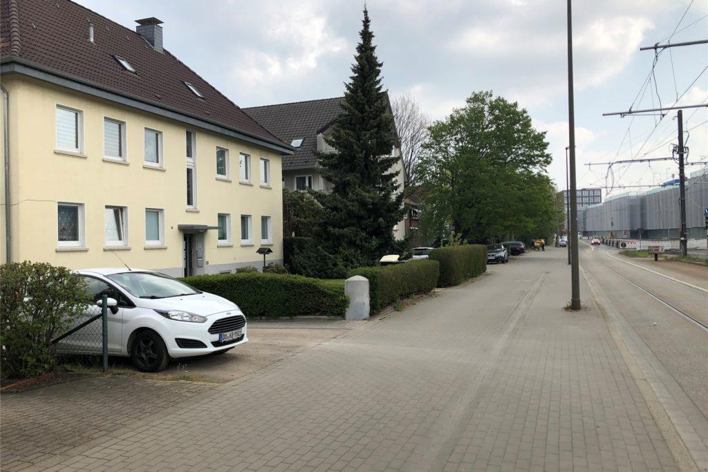 Die Besitzer dieser Grundstücke und Häuser am Brackeler Hellweg zwischen den Straßen In den Börten und in den Erlen. sind von den Regelungen im Kommunalabgagegesetz (KAG) betroffen