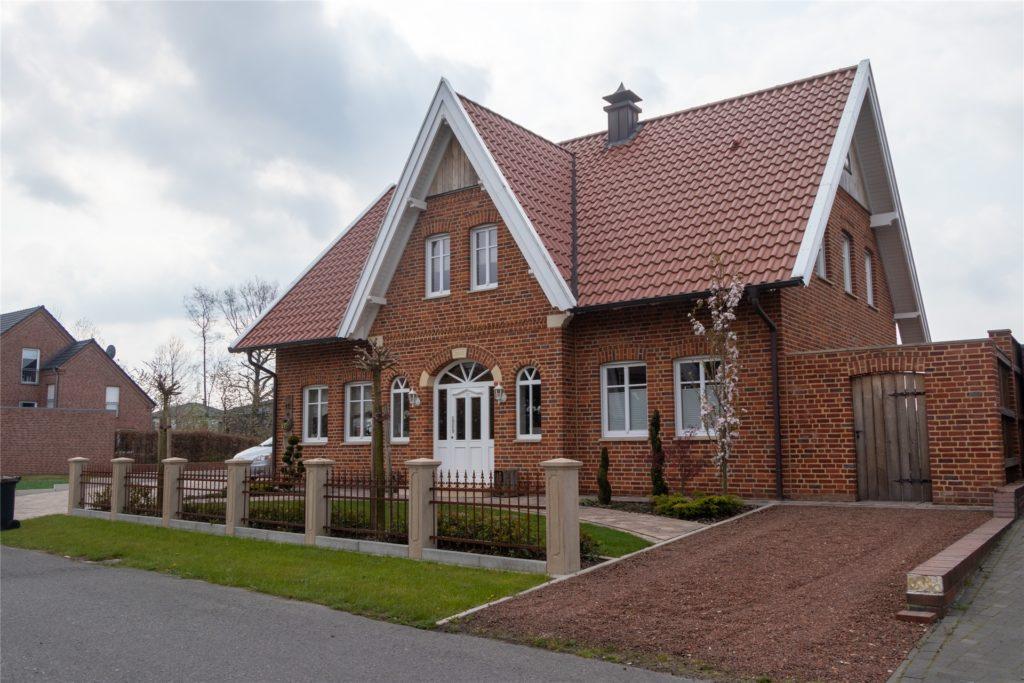 Nina und Matthias Pieper haben sich am Leuskesweg ihr Traumhaus gebaut. Trotzdem würden sie das in Heek nicht noch einmal wiederholen wollen.
