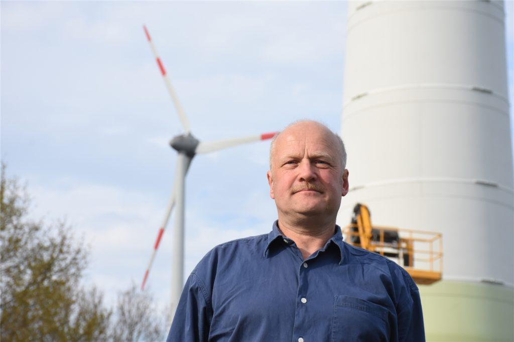 Reinhard Benneker besitzt mehrere Windkraftanlagen.