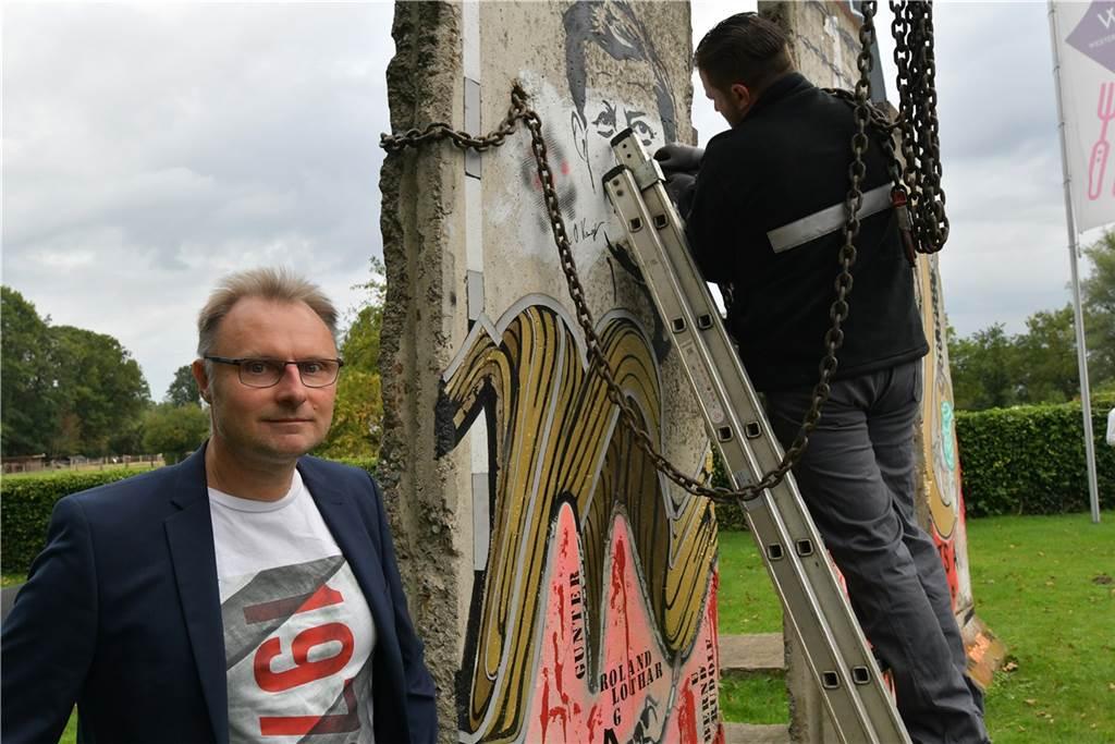 Der Künstler Michael Nolte aus Cappenberg hat die Lüner Mauerstücke gestaltet.