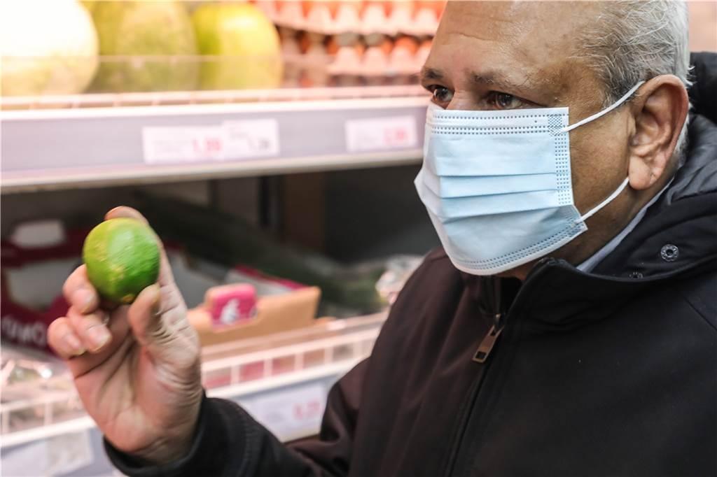 Im TTS Asien Supermarkt bekommt man auch spezielle Limetten.