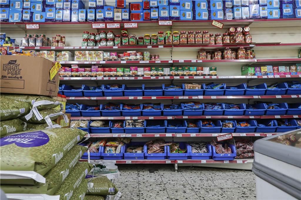 Das Gewürzregal des TTS Asien Supermarkts ist riesig.
