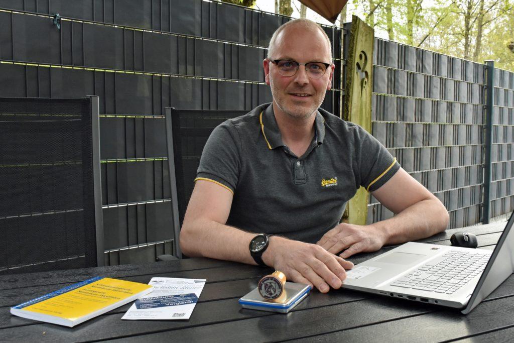 Udo Hayk (47) ist seit 2015 Schiedsmann und als solcher für Schlichtungsgespräche im Ortsteil Oeding zuständig. Auch er hält sich immer auf dem Laufenden, was das Rüstzeug für das Ehrenamt angeht.