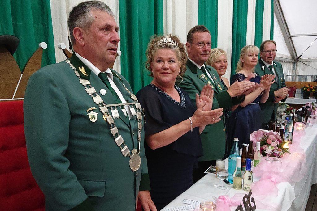 Hubert und Ines Hennemann als Kaiserpaar beim Schützenfest 2019.