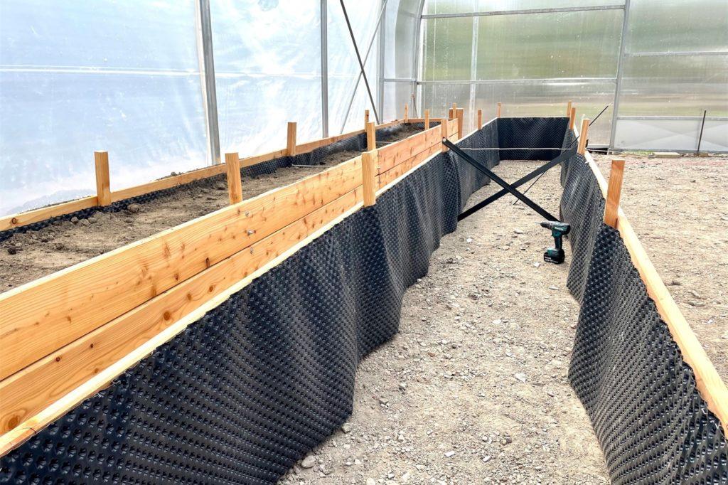 Mithilfe von Hochbeeten soll das urbane Gärtnern erlernt werden.