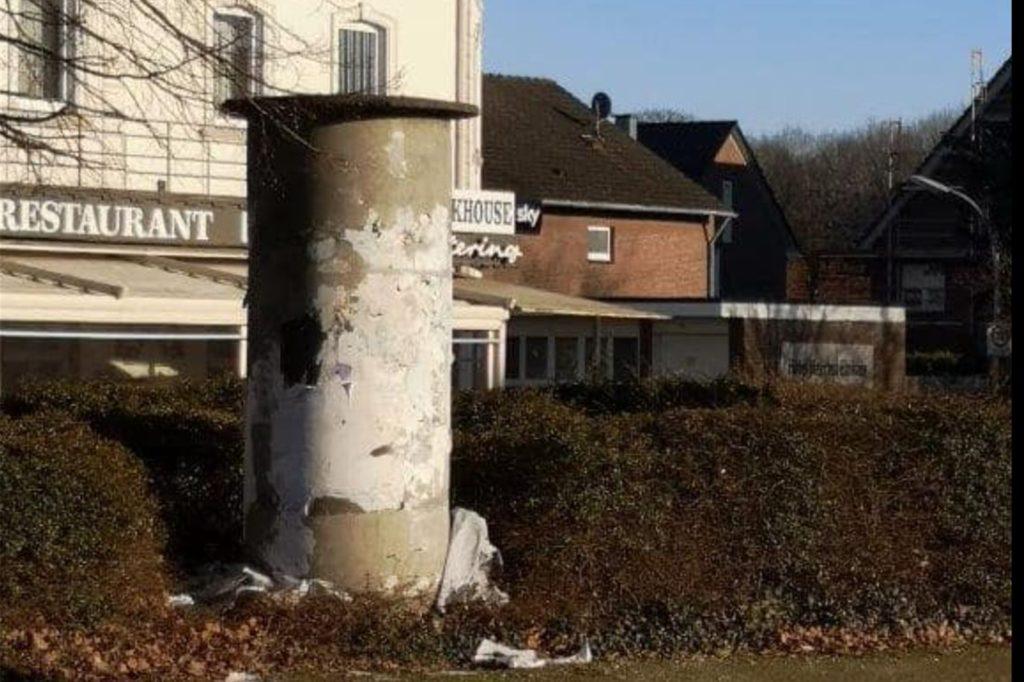 So sah die Litfaßsäule im Dorf Hervest vor ein paar Wochen aus, bis CDU-Ratsherr Franz-Josef Gövert sich bei der Stadt beschwert hat.