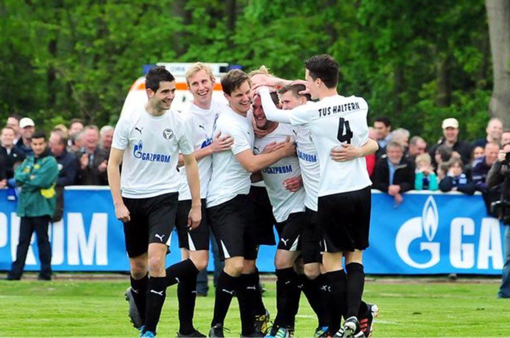 Zwei Mal konnten die Spieler des TuS Haltern am See gegen den FC Schalke 04 jubeln.