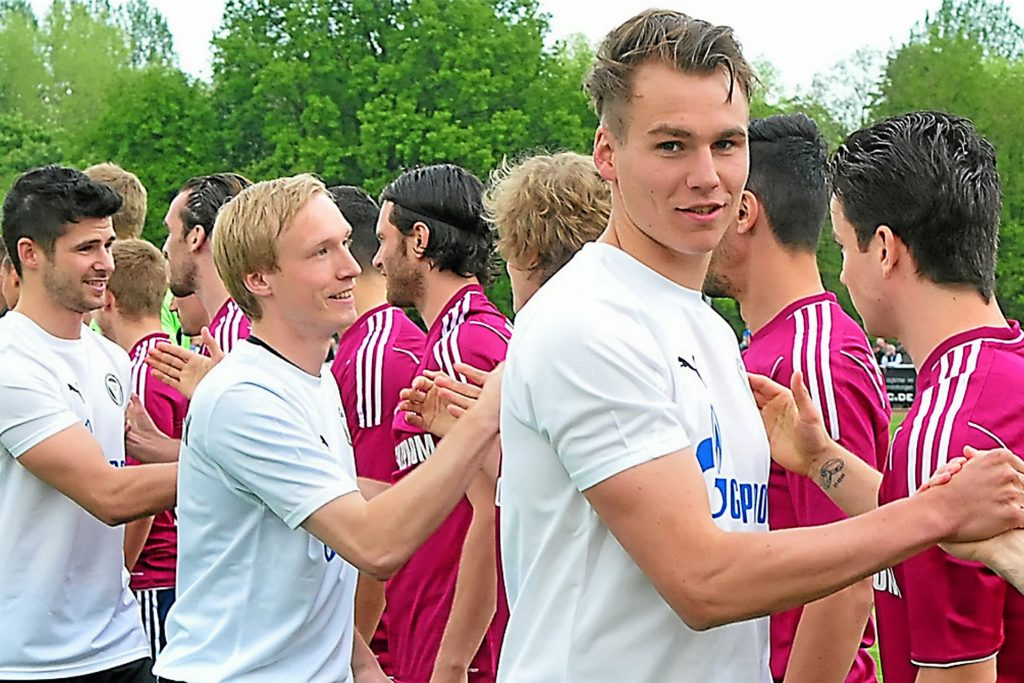 Das Spiel gegen den FC Schalke 04 werden die Spieler des TuS Haltern am See bestimmt noch lange im Gedächtnis behalten.