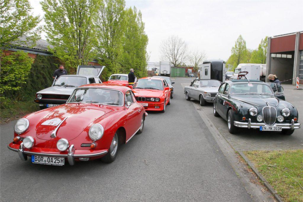 Viele historische Fahrzeuge nahmen an der Rallye des ACA teil.