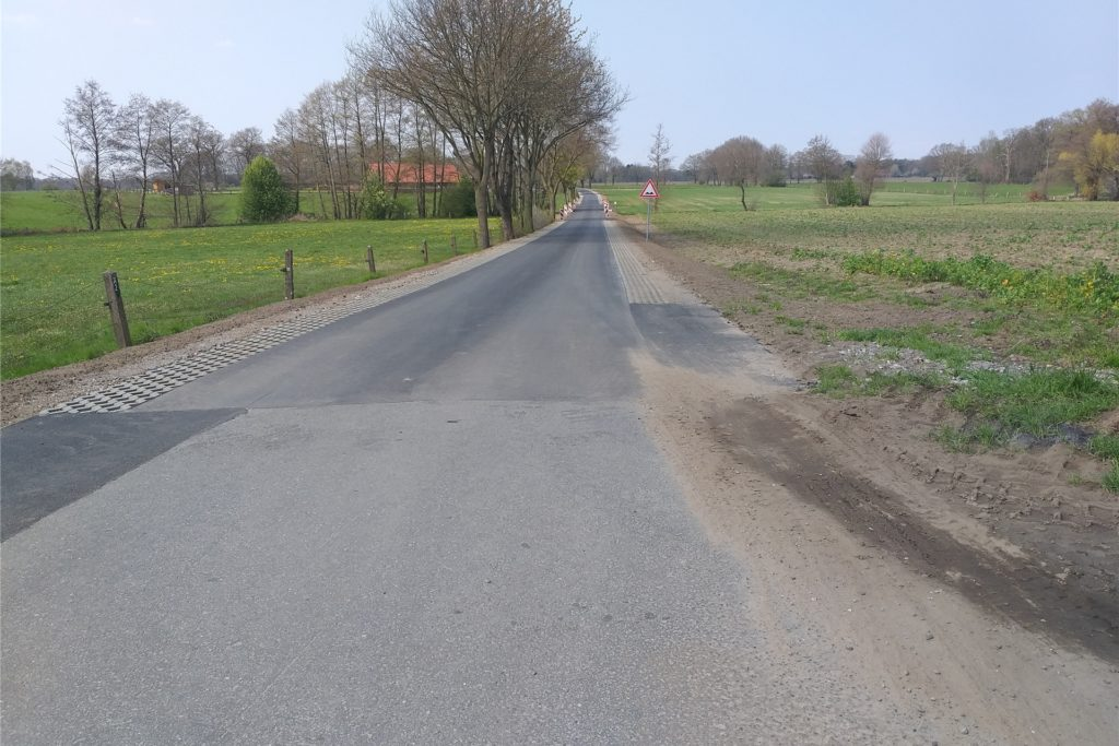 Der erste Bauabschnitt des Brüner Wegs ist gerade fertig, da kommt schon überraschend die Förderung des Landes für den zweiten Bauabschnitt über 270.000 Euro. Damit soll der Bereich in Richtung Elsenberg erneuert werden - möglichst noch in diesem Jahr.