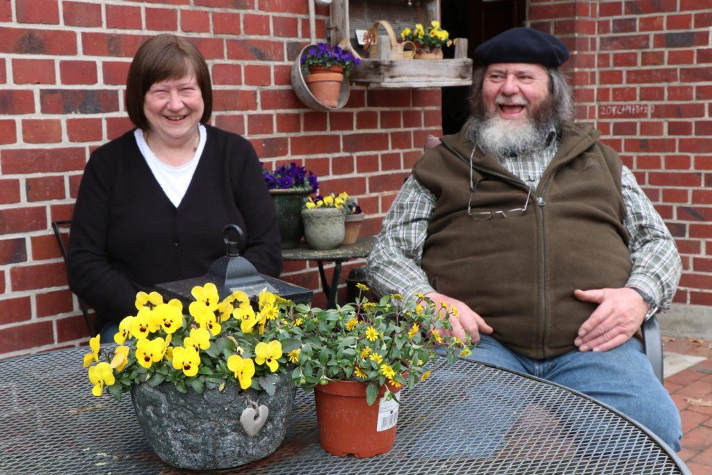 Doris und Wilhelm Schwieters züchten gemeinsam mit ihrer Tochter Maria und zwei Mitarbeitern zahlreiche Dahliensorten und einige andere Zierpflanzen.