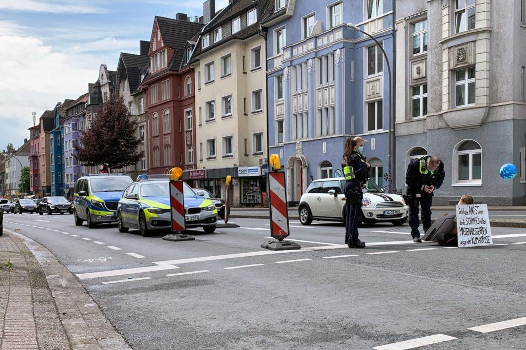 Auch an der Möllerbrücke kam es wegen der Blockade etwa 20 Minuten lang zu einem Stau.