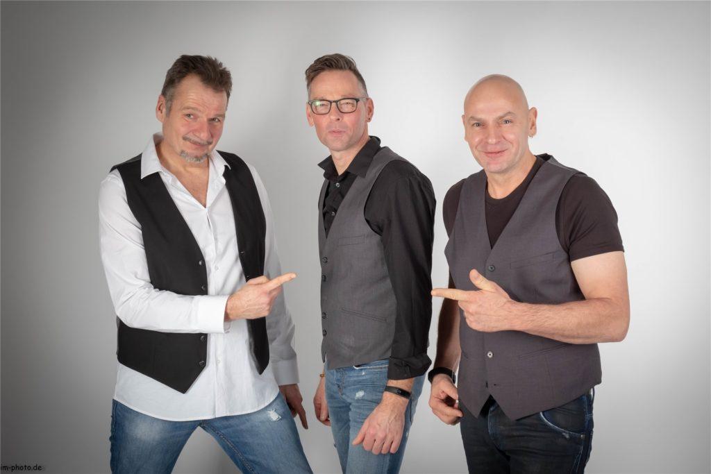 Das Trio Daddy Longleg wurde 1998 gegründet. Matthias Wissing (Gitarre/ Gesang), Klaus Siebers (Kontrabass) und Uli Flür (Schlagzeug/ Perkussion) aus Emmerich interpretieren in einer ihr typischen Manier Songs aus dem Jazz, Pop, Rock und Latin-Bereich.