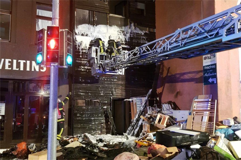 Als die Holzfassade bei Carlos in Flammen stand, konnte die Feuerwehr eine Katastrophe gerade noch verhindern.