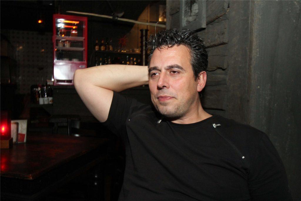 Carlos Couto ist für alle nur Carlos. Er ist für seine Spieße und scharfe Hähnchen vom Grill bekannt.
