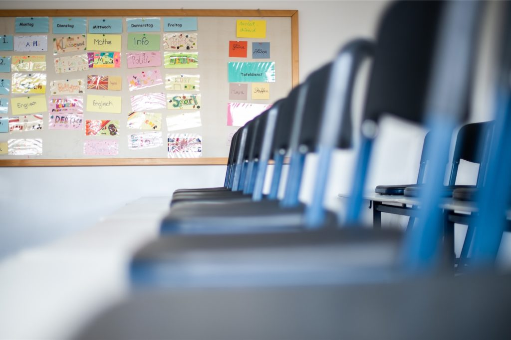 Viele Eltern hoffen einfach, dass ihre Kinder so oft wie möglich wieder im Klassenraum sitzen.