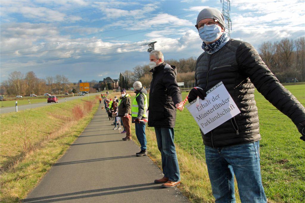 Laut Polizeiangaben nahmen rund 500 Leute an einer Protest-Aktion im März teil.
