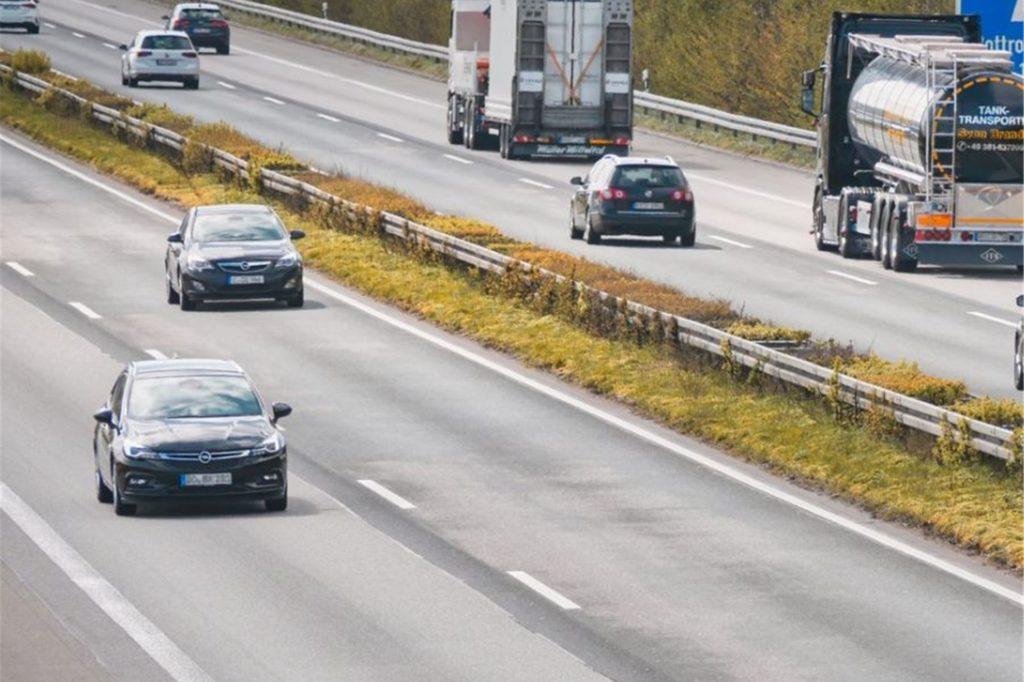 Die Fahrbahn der A 31 bei Dorsten wird auf einer Länge von fünf Kilometer saniert.