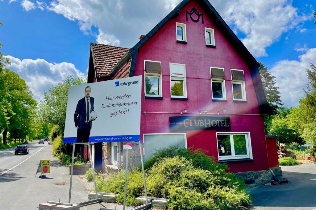 Weithin sichtbar ist das große Werbeschild der Ruhrgrund. An der Wittbräucker Straße sollen Einfamilienhäuser entstehen.