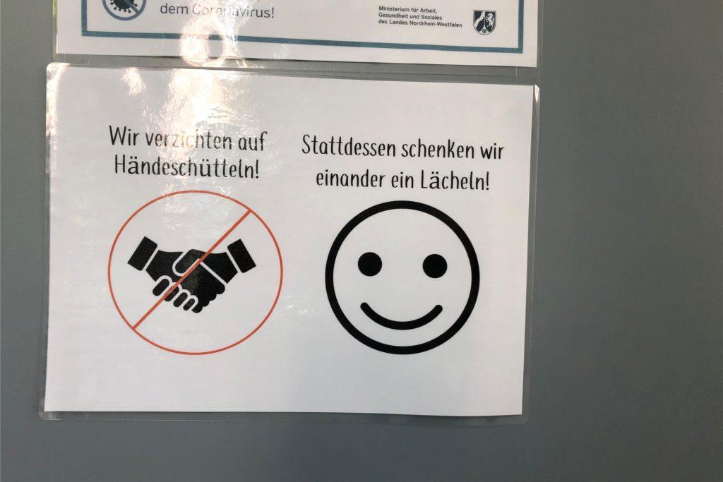 Ein Lächeln schenken statt Hände zu schütteln: Dieses Motto gilt an der Selma-Lagerlöf-Sekundarschule auch, wenn die Schüler am Montag, 31. Mai, zum Präsenzunterricht in die Schule zurück kehren.