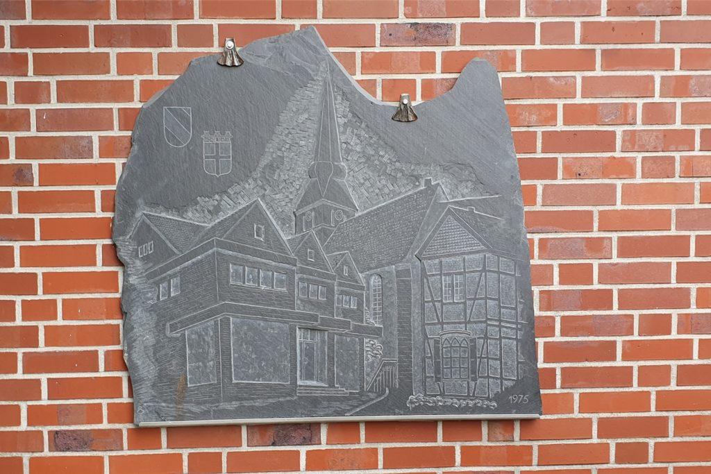 Blick auf das Relief der Familie Stratmann.