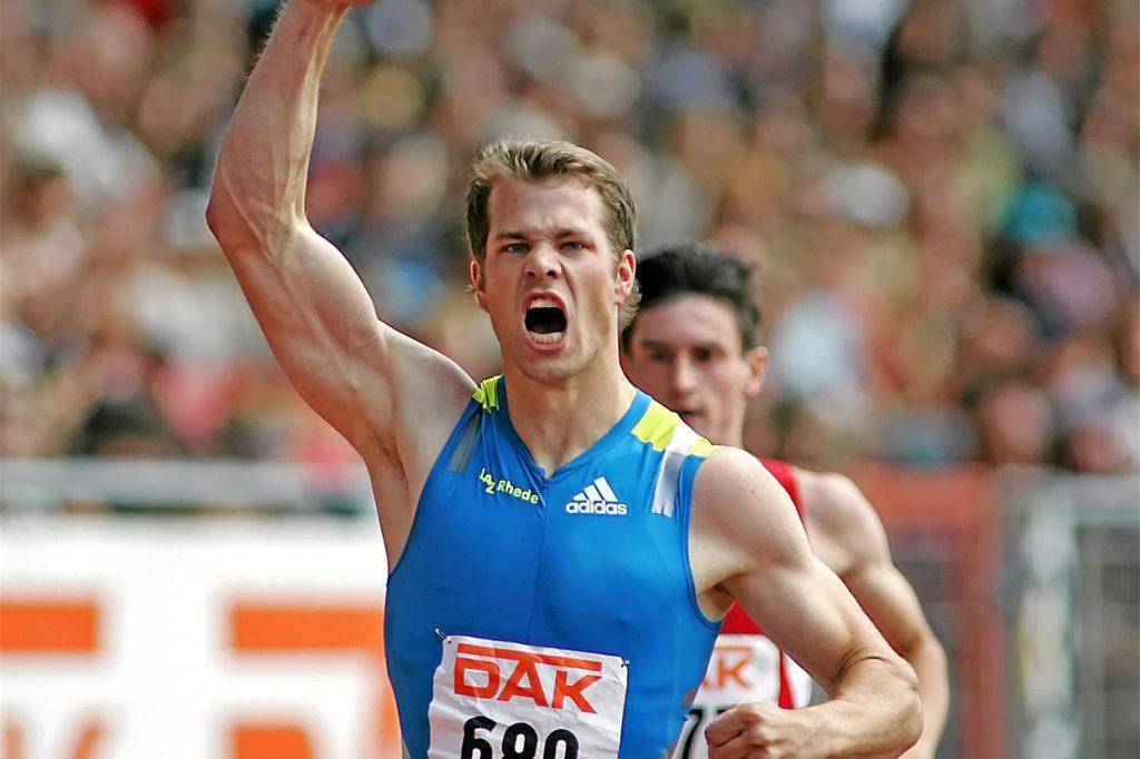 Ein Bild aus den aktiven Zeiten als Leistungssportler: Im Jahr 2010 bejubelt Daniel Schnelting, der in Oeding aufgewachsen ist, bei den Deutschen Leichtathletik-Meisterschaften in Braunschweig seinen dritten Titel als Deutscher Meister über die 200 Meter.