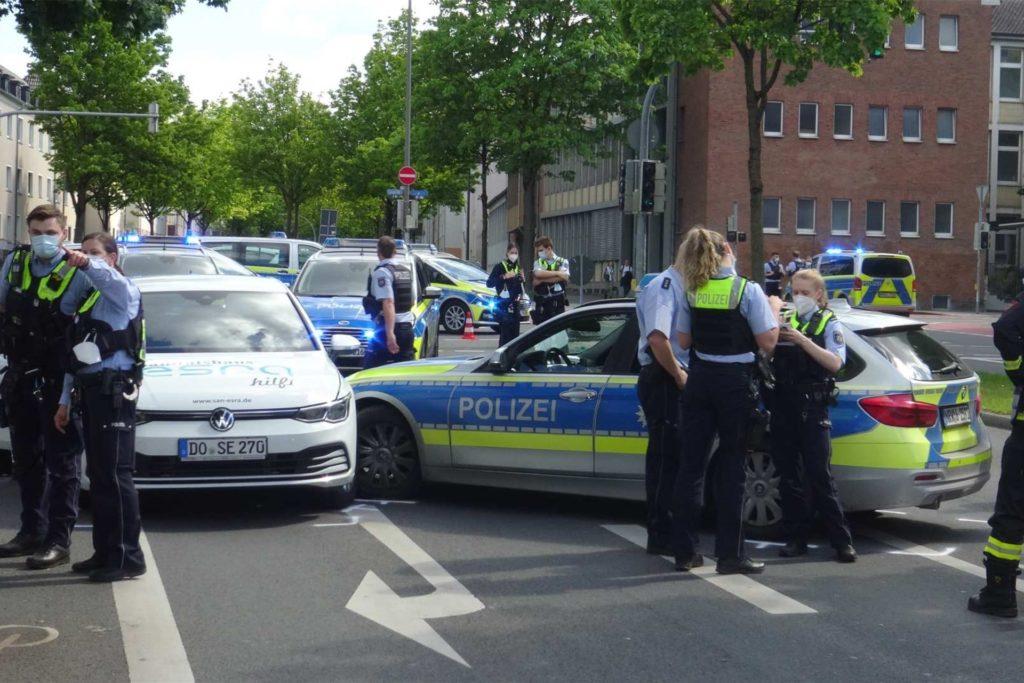 Die Möllerstraße wurde für die Unfallaufnahme in beiden Fahrtrichtungen gesperrt.