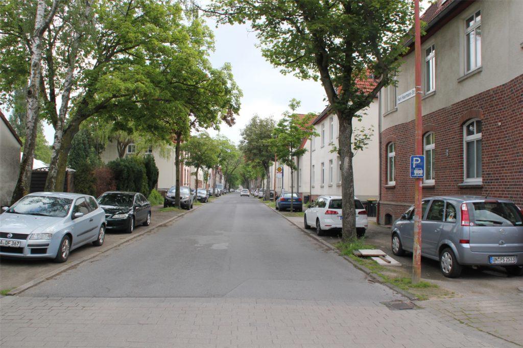 """An der Karl-Harrmann-Straße wurden Gebäude der """"Neuen Kolonie"""" gebaut."""