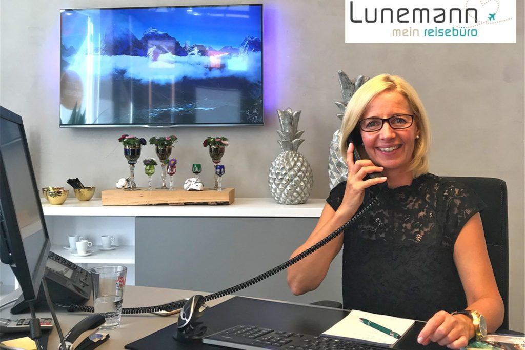 Petra Schmiedeknecht ist Teamleiterin im Reisebüro Lunemann.