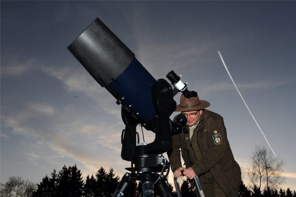 """Die Astronomiewerkstatt """"Sterne ohne Grenzen"""" lädt regelmäßig auf dem Internationalem Platz Vogelsang zu öffentlichen Himmelsbeobachtungen ein."""