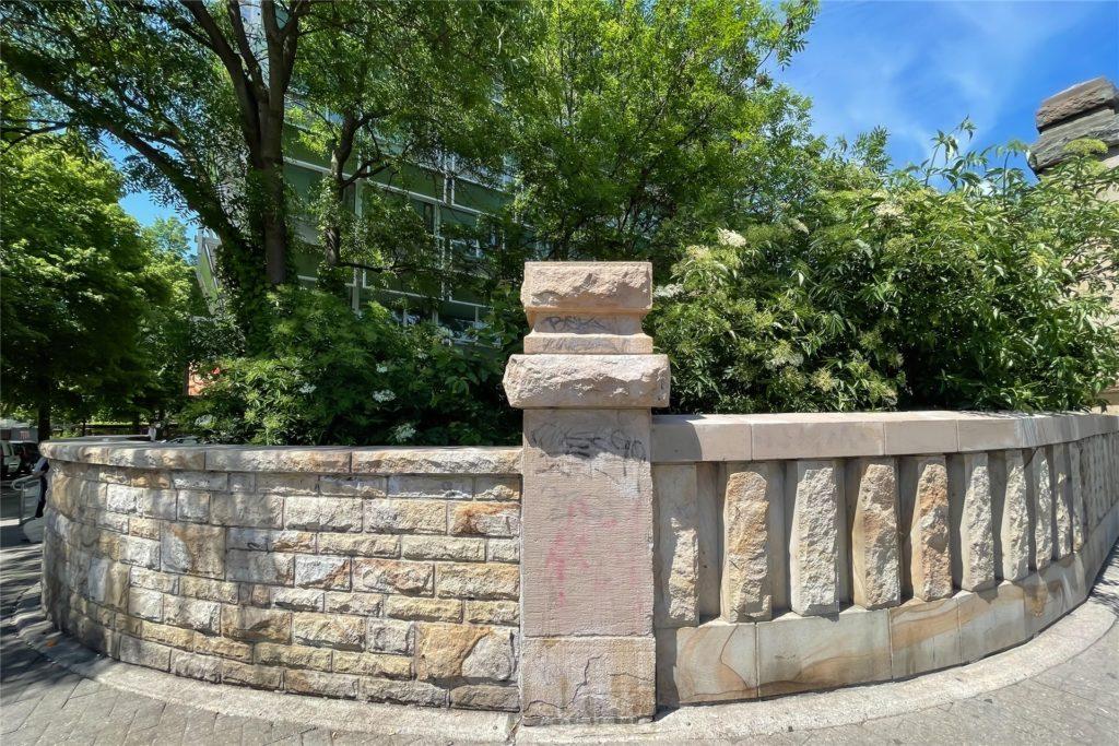 Auch die Sandsteinmauern prägen das Gesicht der Möllerbrücke.