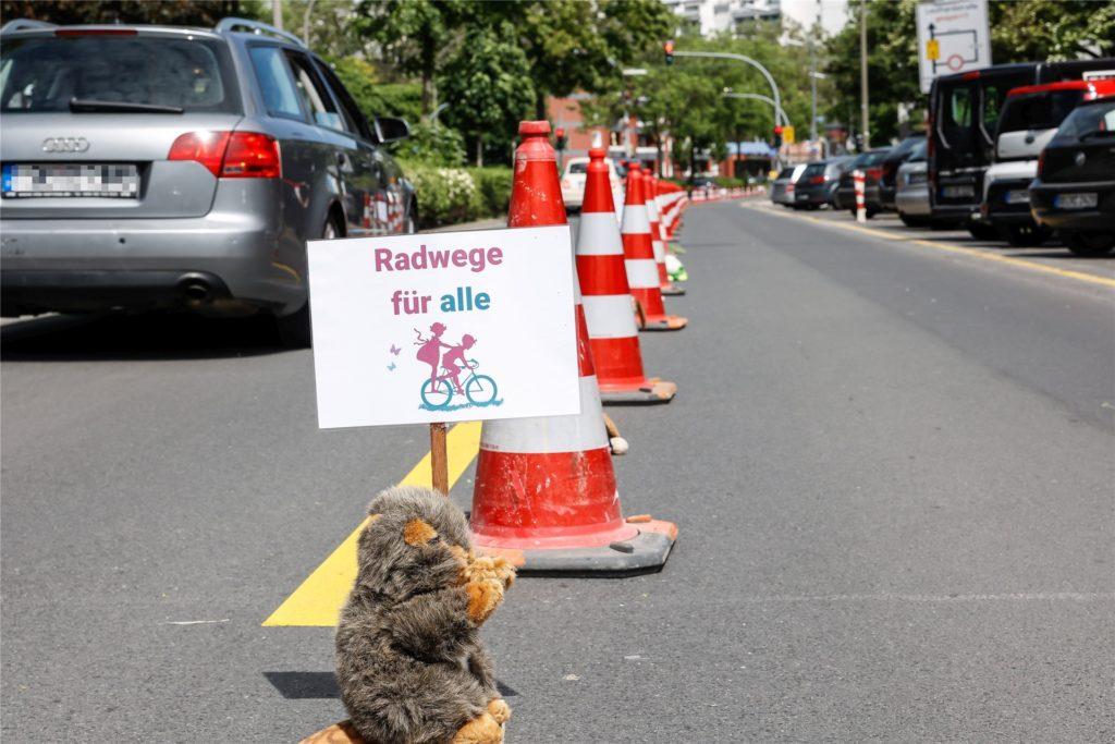 Die Stofftiere sollten ein Zeichen für mehr Sicherheit für Kinder setzen.