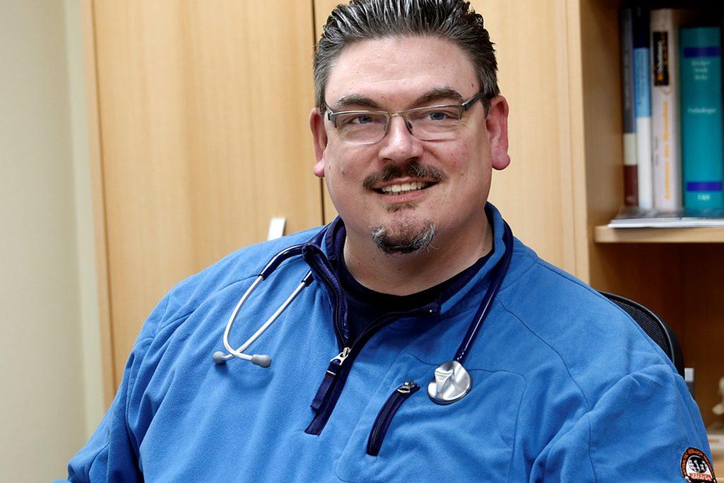 Dr. Björn Hollensteiner ist Hausarzt in Haltern.