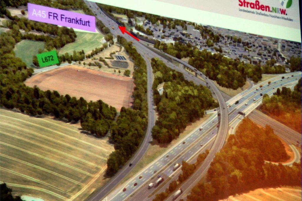 """Den geplanten """"Überflieger"""" im Westhofener Kreuz zeigt die Visualisierung von Straßen.NRW. Die Überführungsrampe leitet den Verkehr von der A1 aus Bremen direkt weiter auf die A45 nach Frankfurt."""