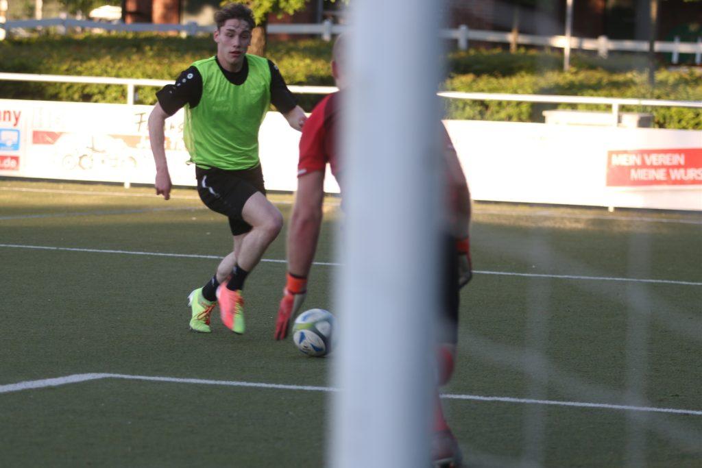 Pablo Tenkhoff Otero leitete im Training viele Angriffe seiner Mannschaft ein.