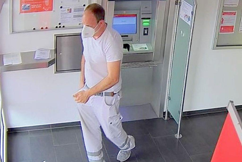 Dieser Mann wird wegen eines Trickbetrugs gesucht.