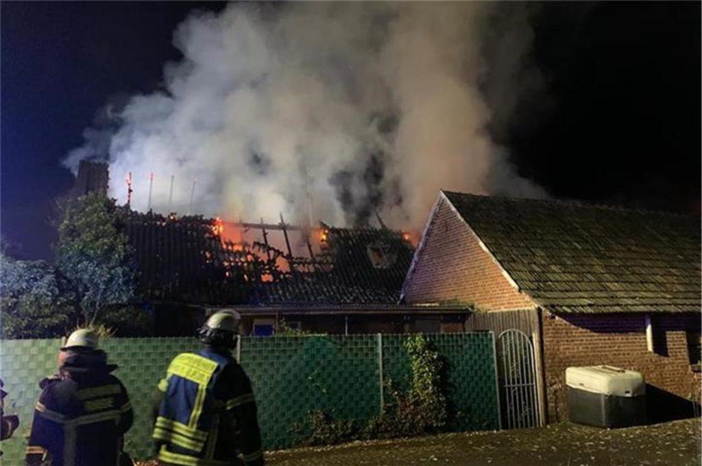 In das Innere des Gebäudes konnte die Feuerwehr nicht mehr vordringen.