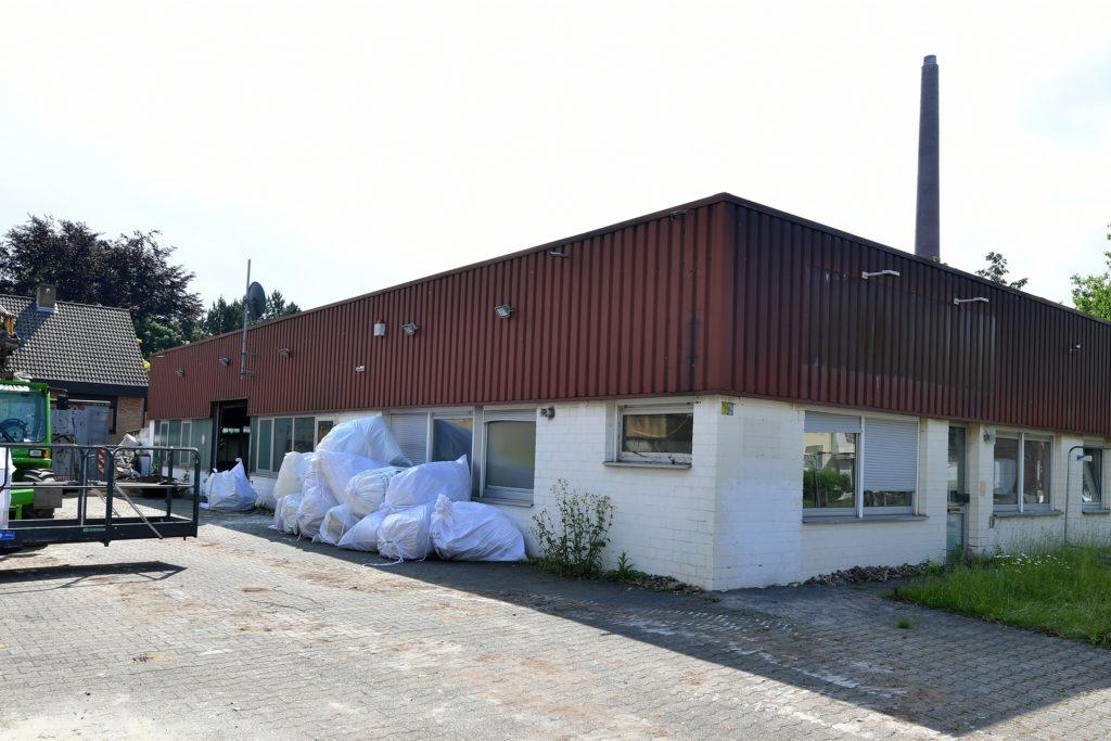 Während das Nachbargebäude abgerissen wird, bleibt die Druckerei Dörpholz bestehen.