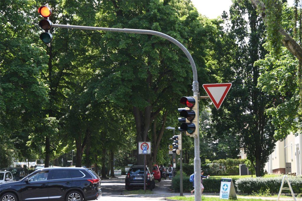 Auch an der Kreuzung Park-/Viktoriastraße gibt es jetzt kein Ampel-Zusatzschild mit dem grünen Pfeil mehr.