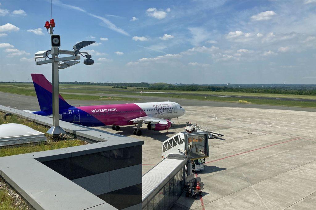 Ob Familienbesuch in Rumänien oder Urlaub auf Mallorca - am Dortmunder Flughafen ist wieder mehr los.