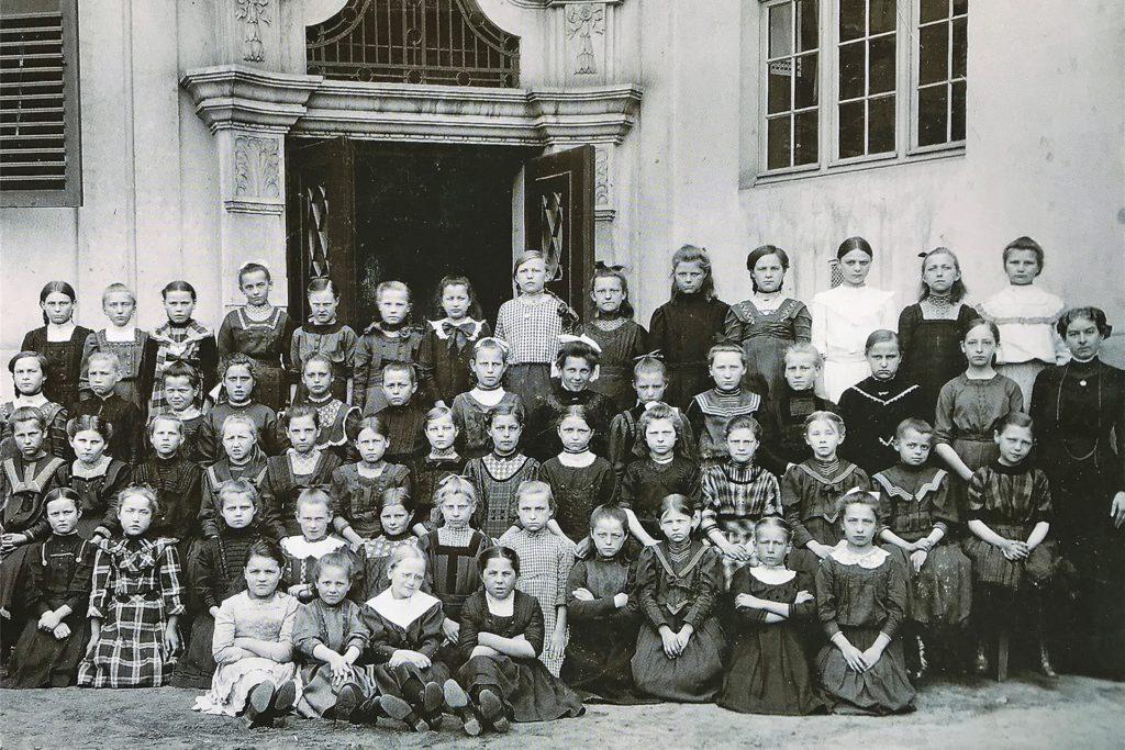 Der erste Jahrgang der katholischen Volksschule