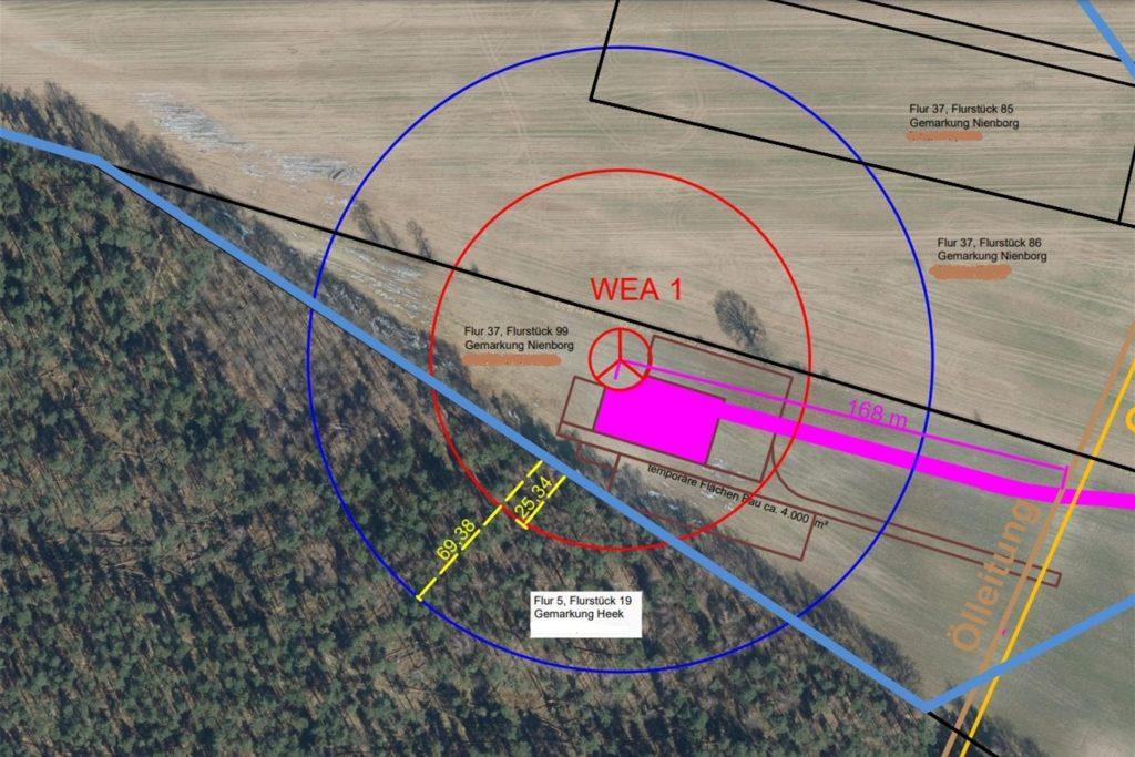 Auf der Planskizze sieht man, dass die Rotorblätter der geplanten Windkraftanlage den angrenzenden Wald überstreichen.