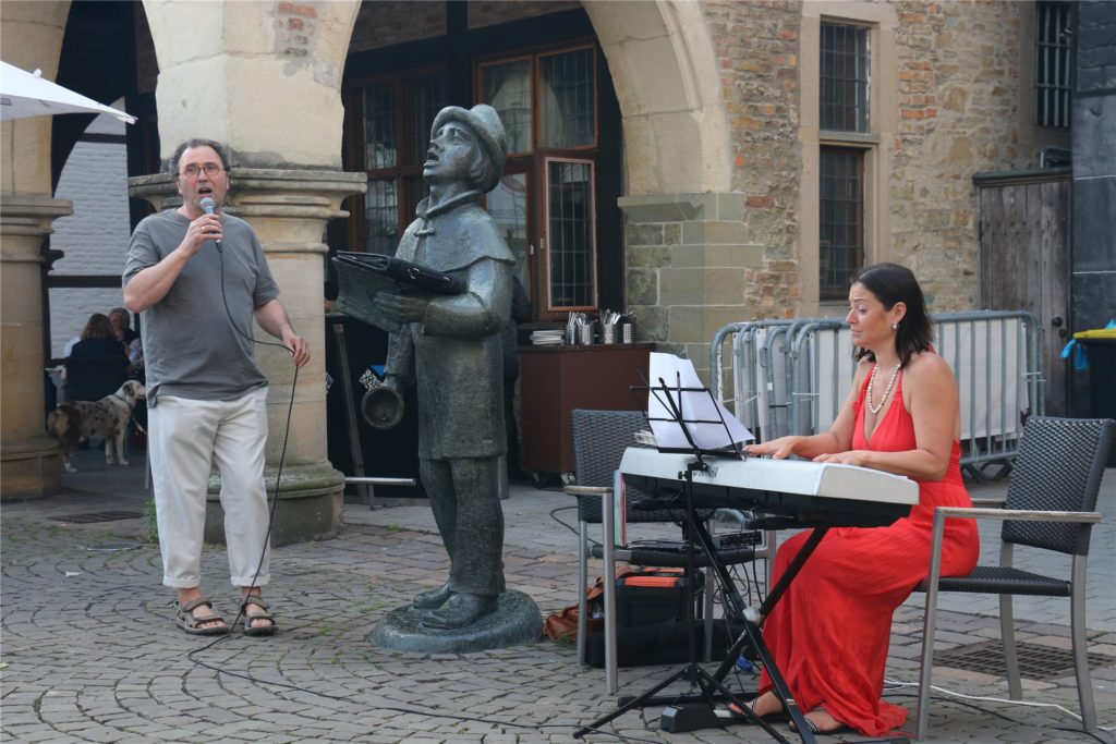 Den Auftakt zum kleinen Konzert machten Stephan Glocke und Margarita Lebedkina.