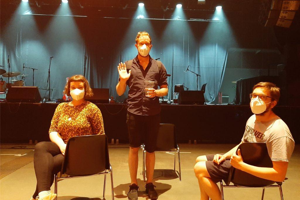 Linnet Oster, Felix Niggemann und Sven Siegfried (v.l.) gehen begeistert aus diesem ersten Konzert in Dortmund nach dem Lockdown heraus.