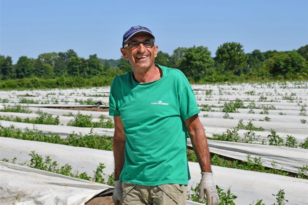 Ion Ghiara ist Saisonarbeiter auf dem Hof Schulze Wethmar. Er arbeitet in diesem Jahr schon das elfte Mal auf den Feldern in Lünen als Spargelstecher.