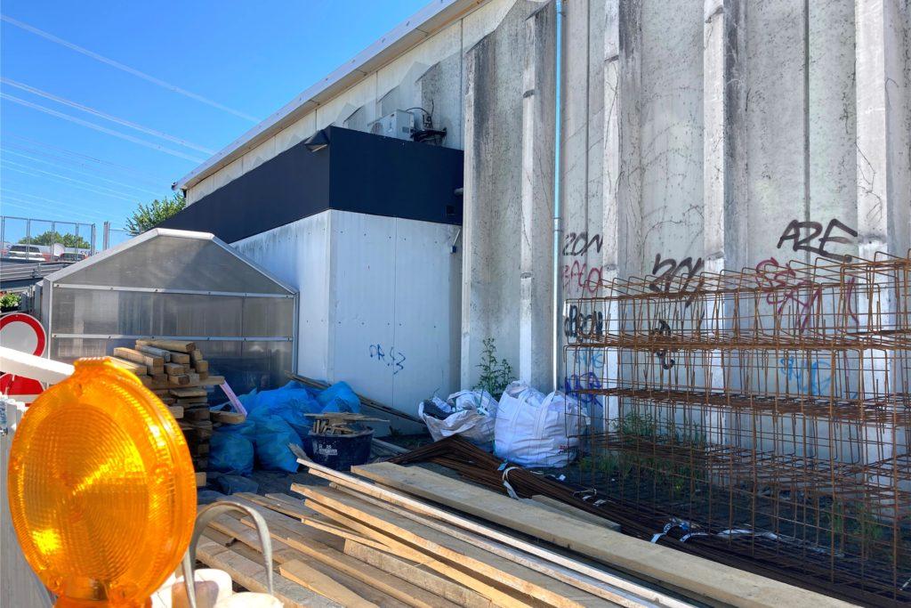 Draußen deutet schon vieles darauf hin, dass hier ordentlich renoviert wird und werden soll.