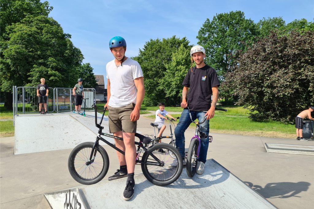 Kilian (links) und Mika freuen sich, neue Tricks wieder ausprobieren zu könnnen.
